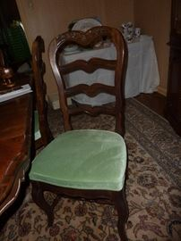 1 of 4 armless chairs/2 captains chairs
