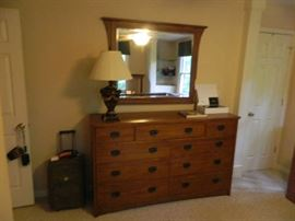 Thomasville Dresser With Mirror & Lamp