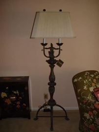 Maitland-Smith Regency style table with polished brass paw feet