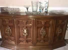 Drexel credenza/small sideboard; matches dining table and china cabinet; numerous unique oversized cake plates on top
