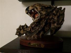 wild cat figurine