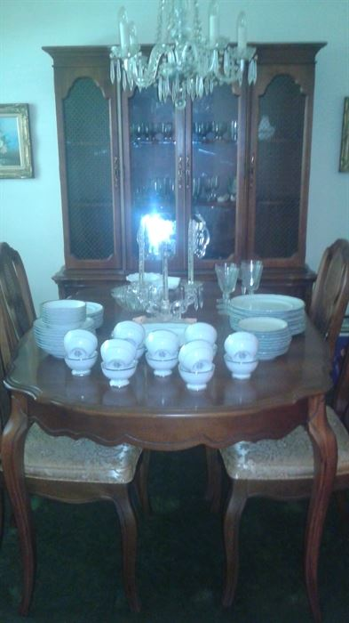 Vintage Bassett Dining room set.