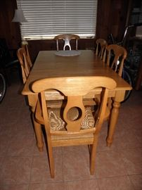 Blonde table with leaves and six chairs, great condition