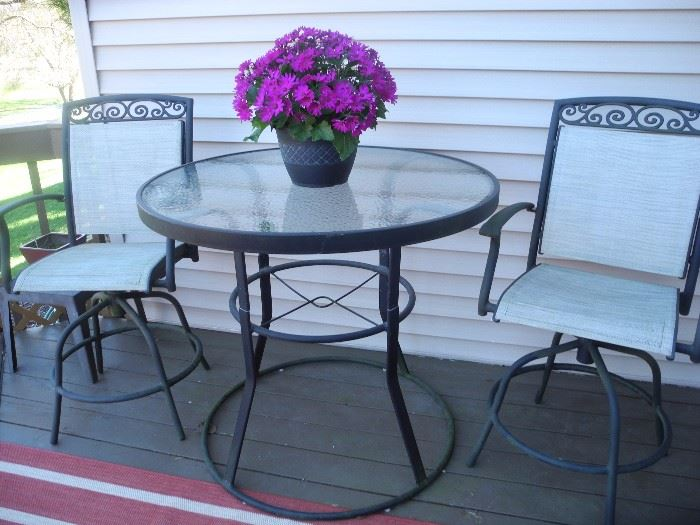 Nice condition outdoor patio set