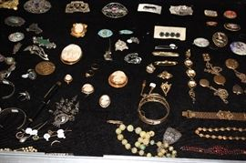 Antique jewelry.... beautiful!