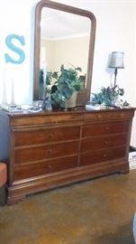 Mahagony dresser