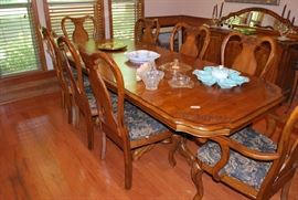 Nice Oak Table and 8 Chairss