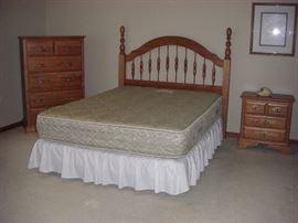 Cochrane Oak Queen Bedroom (5 pcs)   $1,200.00