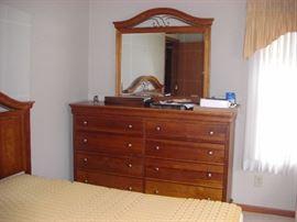 Dresser w/Mirror (inc'd with 4 pcs)