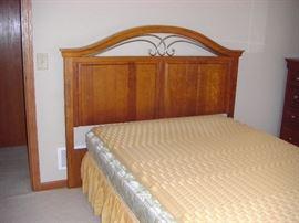 Queen/Full Bedroom (4 pcs) $750.00