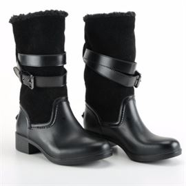 """Coach Rain Boots: A pair of Coach rain boots. The boots are black in color and composed of rubber and faux suede to the interior. They are mid-calf with two decorative adjustable straps along the shin with metal hardware. They are marked to the bottoms and interior """"Coach"""". These boots are size 6."""