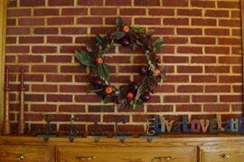 Mantle wreath.