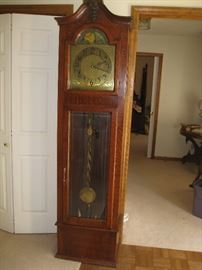 Large grandfather clock with Washington Univ insignia-in very good condition