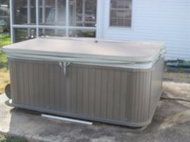 Hot tub! $400 It works, you haul!