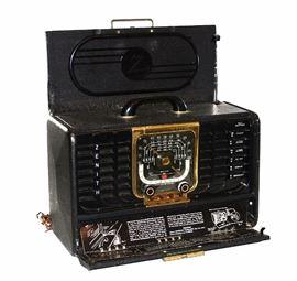 ZENITH TRANS-OCEANIC SHORT WAVE RADIO MODEL 8G005