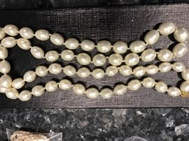 """Large pearl necklace-16.5""""-CHANEL Baroque"""