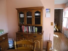 Nice solid oak cabinet/hutch