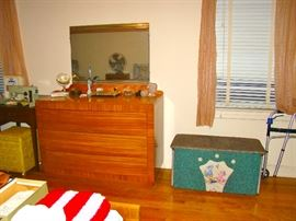 Rway Bedroom Set Chest w/ Mirror