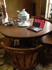 Breakfast table/4 chairs; tureen; knife set