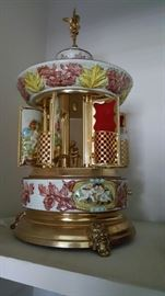 Capodimonte music box/ lipstick holder