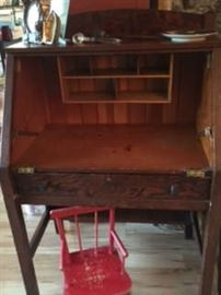 Desk with lid not attached
