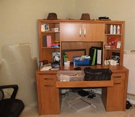 Great Desk with Hutch