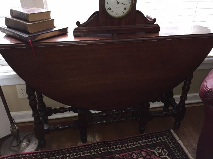 Mahogany gate leg table