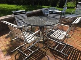Outdoor patio furniture - table with 4 chairs