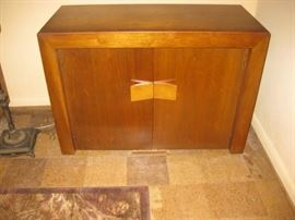 EXTENDING BUFFET TABLE CLOSED