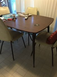 MCM kitchen table with 2 leaves by the Howell Co.