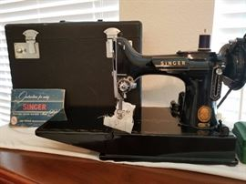 Vintage Singer Featherweight 221 Excellent Condition