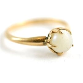 Vintage Uncas Design 10K Yellow Gold Pearl Solitaire Ring: A vintage 10K gold ring with a single cultured pearl from Uncas Design.