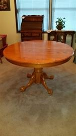 "48"" Round Oak Table.  Leaf included that converts to 72"" Oval.  5 chairs included"