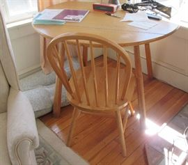Small Dining Table w 2 Chairs = Drop Leaf
