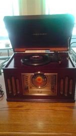 Isnt this the cutest record player/radio. have some 45's!!