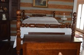 Gorgeous 4 Poster Antique Bed in Beautiful Condition.