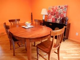 A PERFECT SIZE DINING ROOM OR KITCHEN TABLE AND 4 CHAIRS