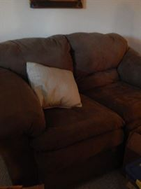 Love seat in great condition, looks very comfortable.