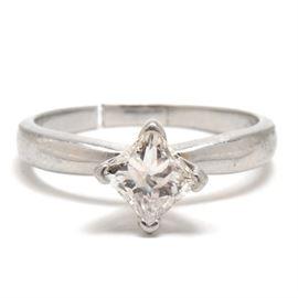 Platinum 1.00 CT Princess-Cut Diamond Engagement Ring: A platinum solitaire diamond ring featuring a princess-cut diamond with a 1.00 carat weight.