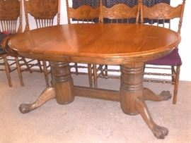 vintage/antique oak dining table with claw feet, 6 chairs and 2 leafs 9seating for 12)