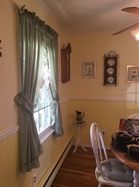 Window treatments - Dining table