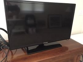 "24"" flat screen TV"