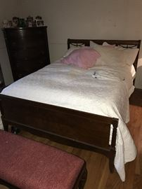HUNTLEY FURNITURE VINTAGE MAHOGANY FULL SIZE BED, CHEST OF DRAWERS AND LONG DRESSER WITH MIRROR