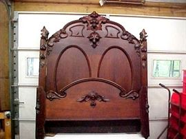 WALNUT HIGH BACK BED IN EXCELLENT CONDITION