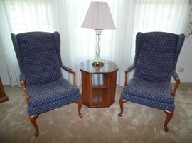 2 matching wing back chairs, side table and crystal lamp