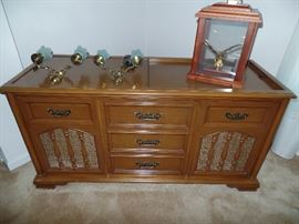 Magnavox Radio/Record Player in cabinet- WORKS