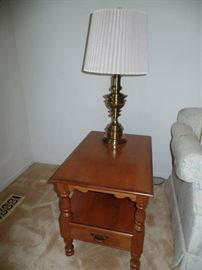 1 of 2 matching Thomasville side table and matching Stiffel  brass lamp