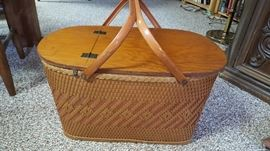 Vintage Redmon Picnic basket