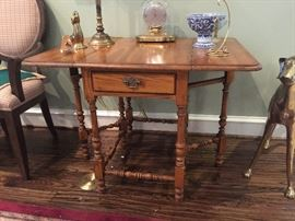 Antique oak gate leg table with drawer