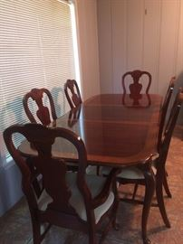 Bassett Dining Room table and chairs